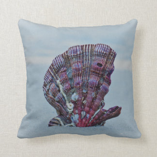 Lonely Scallop Cushion