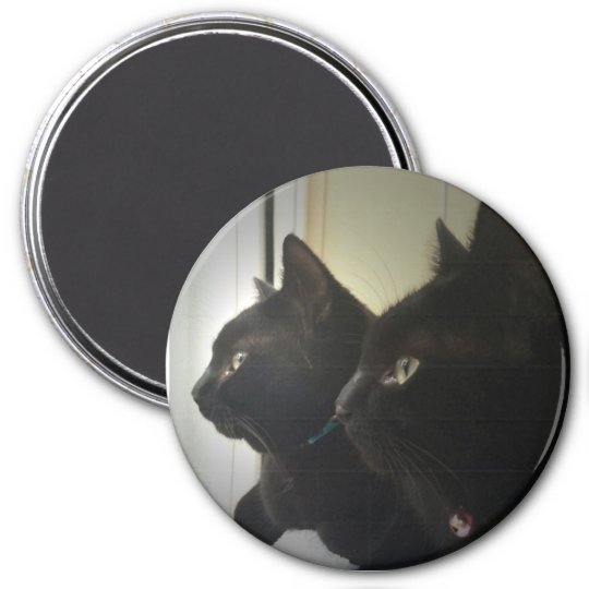 looking out the window 7.5 cm round magnet