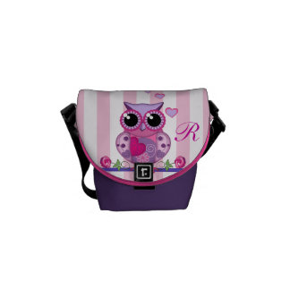 Love owl holding a heart with text Messenger bag