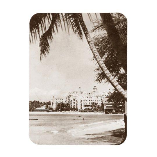 Magnet Vintage Pink Palace Waikiki Beach WWII R&R