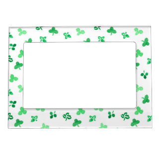 Magnetic frame with clover leaves