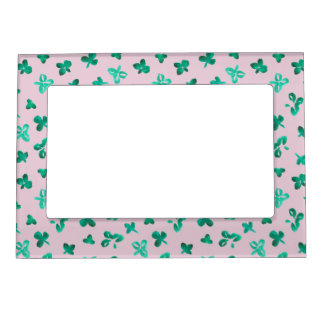 Magnetic frame with clover leaves on pink
