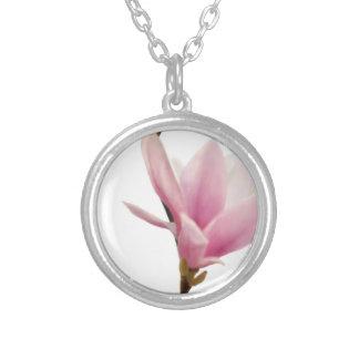 Magnolie Round Pendant Necklace