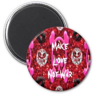 Make Love Not War 6 Cm Round Magnet