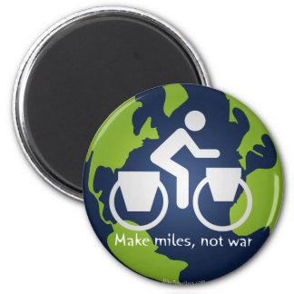 Make miles, not war 6 cm round magnet