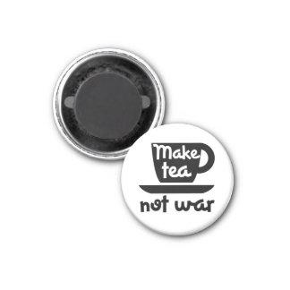Make Tea not war 3 Cm Round Magnet