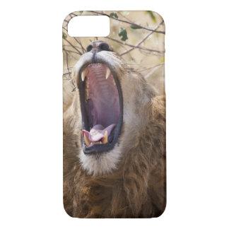 Male Lion (Panthera leo) yawning, Masai Mara iPhone 8/7 Case
