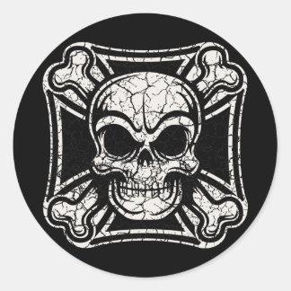 Maltese Skull & Crossbones -bw Classic Round Sticker
