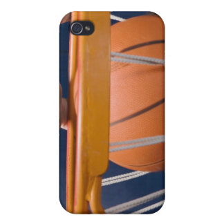 Man dunking basketball case for the iPhone 4