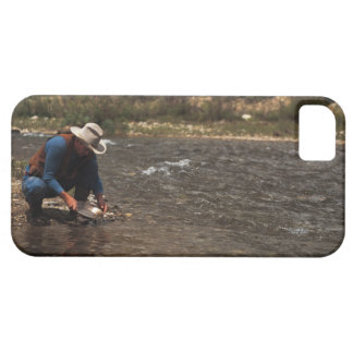Man panning for gold on the South Platte River iPhone 5 Cover
