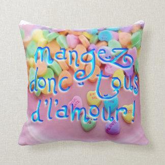 mangez de l'amour throw cushion