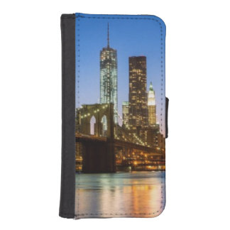 Manhattan and Brooklyn Bridge at dusk iPhone SE/5/5s Wallet Case