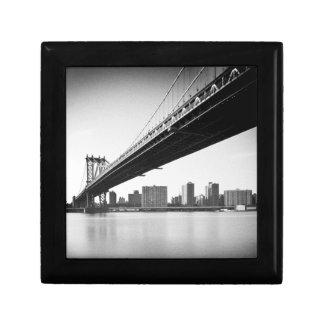 Manhattan Bridge and skyline, New York, US. Gift Box