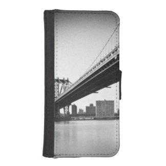 Manhattan Bridge and skyline, New York, US. iPhone SE/5/5s Wallet Case
