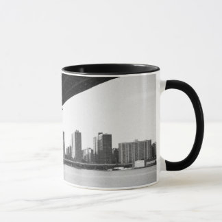 Manhattan Bridge and skyline, New York, US. Mug