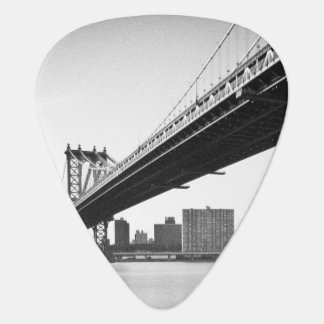 Manhattan Bridge and skyline, New York, US. Plectrum