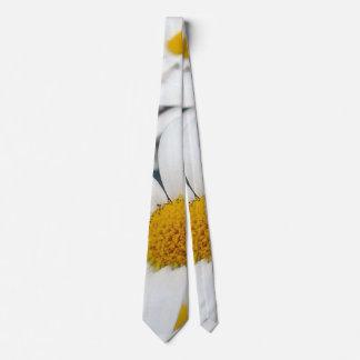 many Daisies Tie