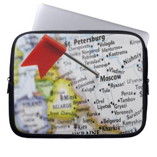 Map pin placed in Moscow, Russia on map, Laptop Sleeve