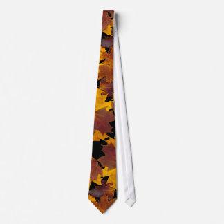 Maple leaves tie