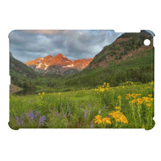 Maroon Bells Reflect Into Calm Maroon Lake iPad Mini Cover