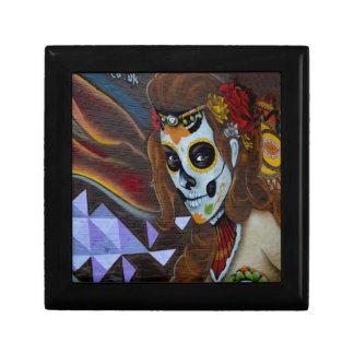 Masked lady graffiti gift box