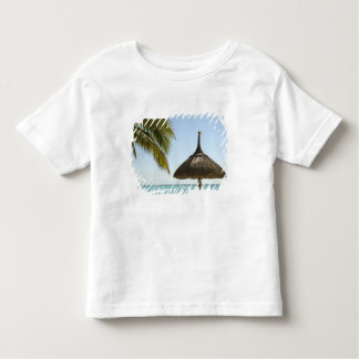 Mauritius. Idyllic beach scene with umbrella Toddler T-Shirt