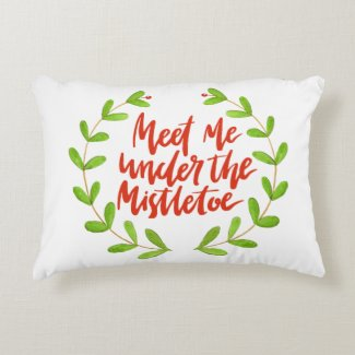 Meet me under the mistletoe - Christmas Wreath Decorative Cushion