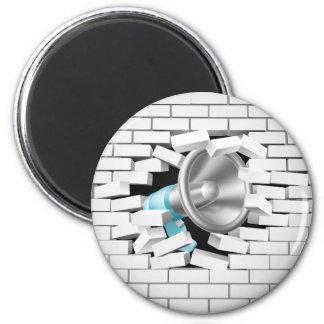 Megaphone Breaking Brick Wall 6 Cm Round Magnet