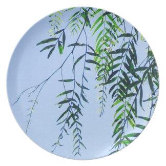 Melamine picnic plate with summer leaf design
