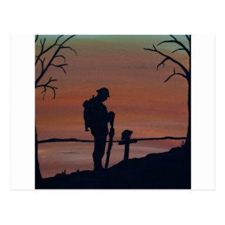 Memorial, Veternas Day, silhouette solider at grav Postcard