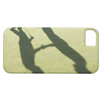 Men shaking hands on putting green iPhone 5 cover