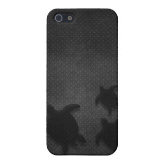 Metal Grate with Hawaiian Honu Family - For Da Guy iPhone 5/5S Covers