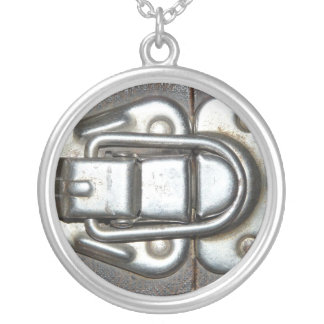 Metal Grunge Latch Round Pendant Necklace
