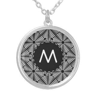 Metallic mesh pattern round pendant necklace