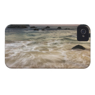 Mexico, Guerrero, Zihuatanejo.  Surf along a iPhone 4 Covers