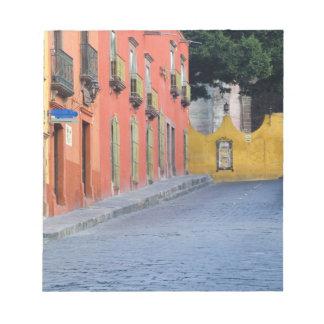 Mexico, San Miguel de Allende, Homes along Notepad