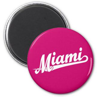 Miami script logo in white 6 cm round magnet