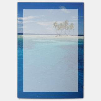 Micronesia, Tonowas, View of idyllic tropical Post-it Notes