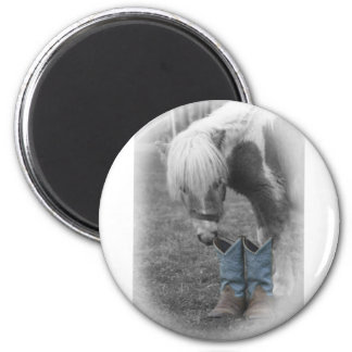minature horse and boots 6 cm round magnet