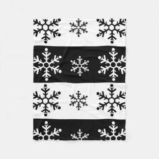 Minimalist black and white snowflake pattern fleece blanket