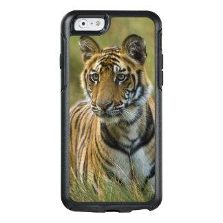 Mirchaini Cub Female Tiger (Bandhavgarh, India) OtterBox iPhone 6/6s Case