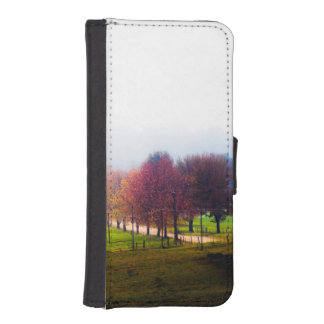 Misty meadow in autumn iPhone SE/5/5s wallet case