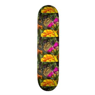 Monarch butterfly on pink marigold-skateboard 21.6 cm skateboard deck
