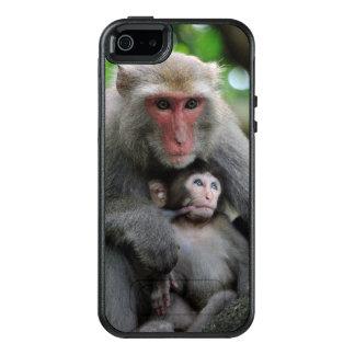 Monkey Breast Feeding Her Baby OtterBox iPhone 5/5s/SE Case