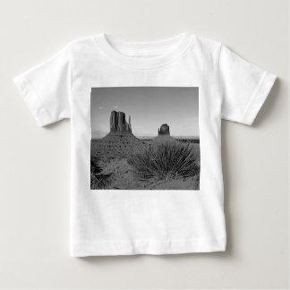 Monument Valley in Arizona/Utah (black and white) Baby T-Shirt