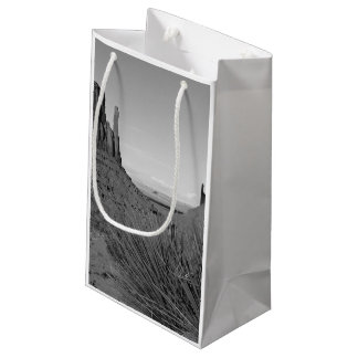 Monument Valley in Arizona/Utah (black and white) Small Gift Bag