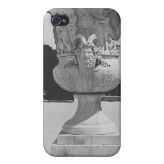 Monumental vase case for the iPhone 4