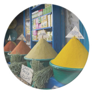MOROCCO, Atlantic Coast, ESSAOUIRA: Spice Market Party Plates
