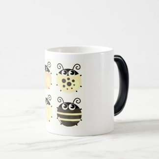 Morphing mug with little bees