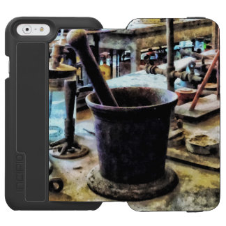Mortar and Pestle in Chem Lab Incipio Watson™ iPhone 6 Wallet Case